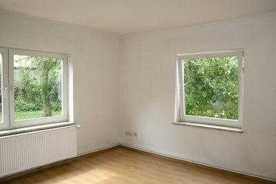 Eine neue Fensterdichtung anbringen ist gar nicht so schwer.