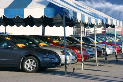 Der Fahrzeughandel im Ausland boomt. Wer sein Auto exportieren will, muss beim Verkauf aufpassen.