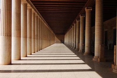 """Der Begriff """"stoische Ruhe"""" geht auf eine griechische Säulenhalle zurück."""