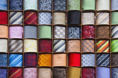 Zu Weiberfastnacht in Köln sollten Sie nicht Ihre beste Krawatte tragen