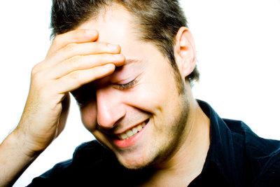Wer bereits im Alter von 20 Jahren die ersten grauen Haare entdeckt, ist meist sehr verunsichert.