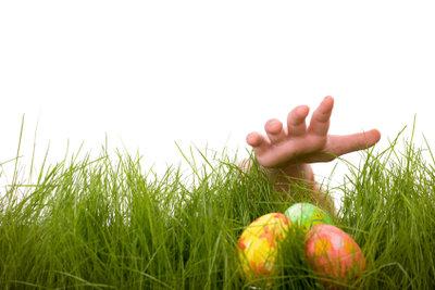 Zu den deutschen Ostertraditionen gehört das Eiersuchen.