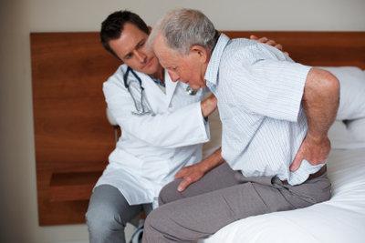 Gegen Ischiasschmerzen helfen auch alte Hausmittel.