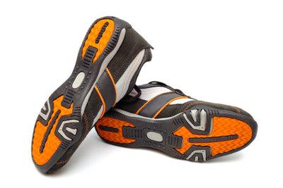 Basteln Sie aus Turnschuhen angesagte, leuchtende LED-Schuhe!