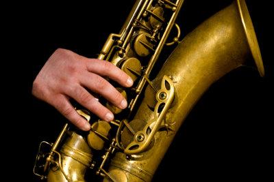 Sie spielen Saxophone und suchen Noten - im Internet gibt es Einiges kostenlos.