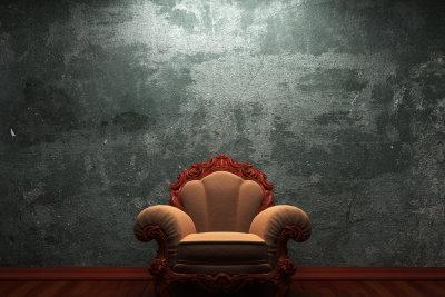 Polstermöbel kann man auch ohne speziellen Polsterreiniger säubern.