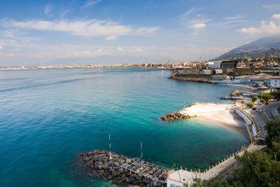 Im Golf von Neapel lässt sich leicht ein Strand finden.