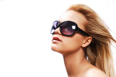 Phototrope Brillengläser passen sich optimal an die jeweilige Sonnenbestrahlung an.