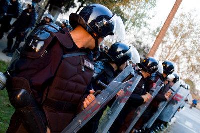 Absolvieren Sie ein Praktikum bei der Polizei, um Einblick in den Beruf des Polizisten zu bekommen.