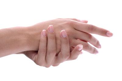 Mit einer Umschulung zur Nageldesignerin kann man neue Berufschancen eröffnen.