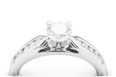 Wer Diamanten verkaufen will, sollte sich vorher einen Überblick über den Markt verschaffen.