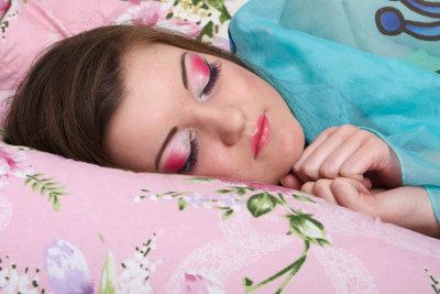Damit Sie sich nicht ständig schwach fühlen, ist ein gesunder Schlaf sehr wichtig.