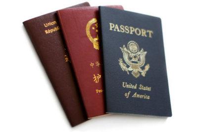 Statt des Personalausweises kann im Ausland zunächst auch der Pass genutzt werden.
