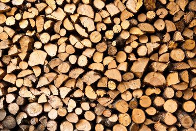 Trockenes Holz ist für eine Holzvergaserheizung unabdingbar.