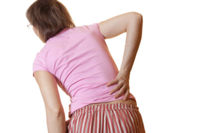 Ein Hexenschuss ist oft harmlos - mit der richtigen Behandlung werden Sie schnell wieder fit.