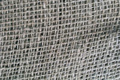 Mit den richtigen Maßnahmen lässt sich auch ein Sisalteppich reinigen.