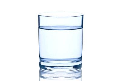 Die Anwendung von Wasser hilft gegen die akute Müdigkeit.