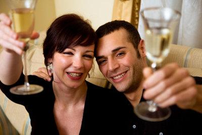 Den 1. Hochzeitstag solten Sie unbedingt mit Geschenken feiern!