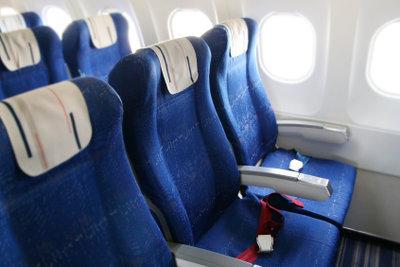 Wo findet man die billigsten Flüge? Im Internet oder im Reisebüro?