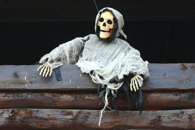 Halloween-Kostüme wie die Mumie sind originell und lassen sich schnell selber machen.