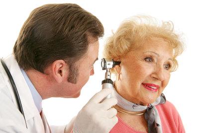 Bei einer Erkältung kommt oft auch noch Druck auf den Ohren hinzu.