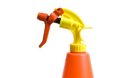 Zur Aufbewahrung des hergestellten Soda-Reinigers können Sie eine Sprühflasche verwenden.
