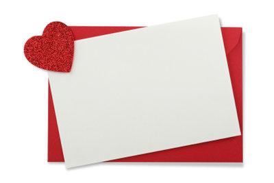 Noch ist die Karte leer, aber nicht lang. Denn liebe und originelle Valentinssprüche gibt's viele.