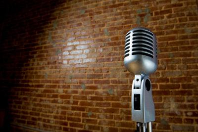 Mit UltraStar Deluxe können Sie mit Ihren Lieblingssongs am PC Karaoke singen.