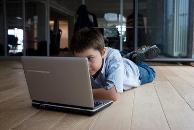 Mit der entsprechenden Kindersicherung können Sie Ihre Kinder kostenlos im Internet schützen.