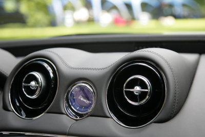 Eine Auto-Klimaanlage ist mittlerweile in fast jedem Neuwagen vorhanden.