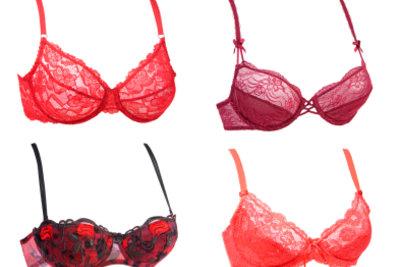 Es gibt viele BH-Farben, doch ein roter BH wirkt immer sehr sinnlich und sexy.