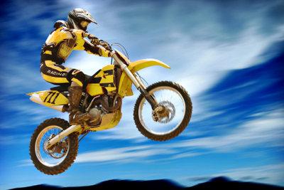 Fahrpraxis reduziert die Kosten beim Motorrad-Führerschein.