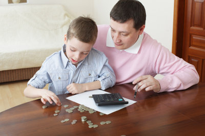 Kinder kosten Geld, deshalb beantragen Sie Kindergeld.