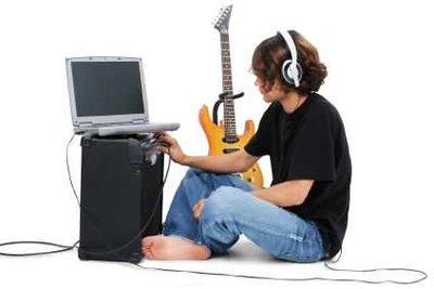 Vorteil eine E-Gitarre ist, dass man geräuschlös die Gitarrennoten üben aund abspielen kann.