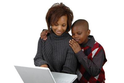Suchen Sie gemeinsam mit Ihrem Kind nach Antworten zu schwierigen Fragen.