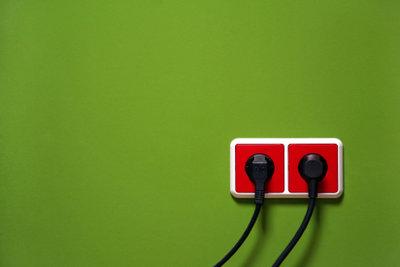 Dreipolige Steckdosen in Irland benötigen einen speziellen Adapter.