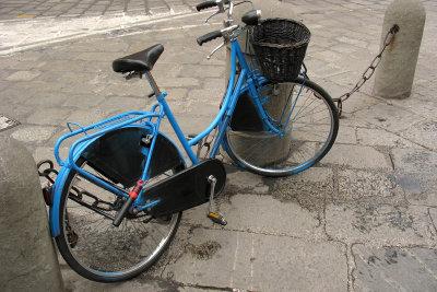 Mit ein wenig Kreativität können Sie Ihren Fahrradrahmen selbst lackieren.
