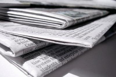 Zeitungspapier hilft bei der Reinigung.