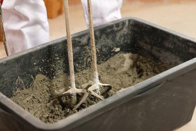 Der Einsatz von Estrich oder Ausgleichsmasse hängt vom Zustand des Bodens ab.