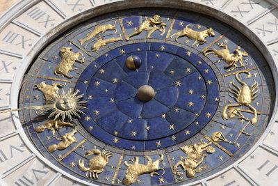 Den Sternkreiszeichen sind verschiedene Charaktereigenschaften zugeordnet.