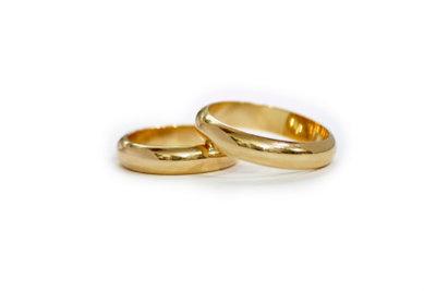 Ehering verloren? Besiegeln Sie die Ehe mit neuen Ringen.