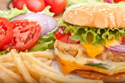Erst die richtige Soße macht den Chickenburger so richtig lecker.
