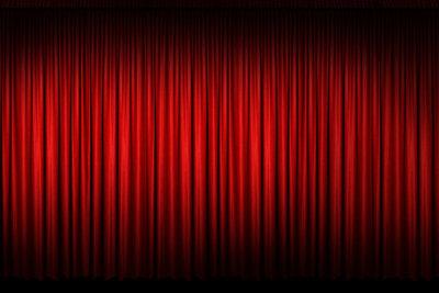 Auch aus Samt wie im Theater können Thermo-Vorhänge gefertigt werden.