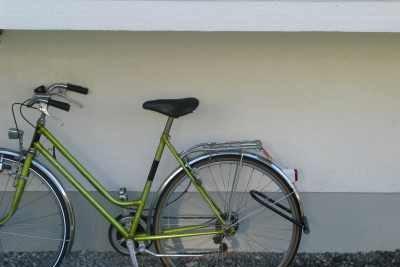 Ein Fahrrad sicher zu machen beinhaltet auch sichere Bremsen.