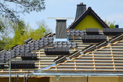 Ihr Hausdach schützt zuverlässig durch eine perfekte Schornsteinabdichtung.