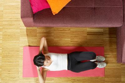 Ein flacher, muskulöser Bauch gilt als Schönheitsideal.