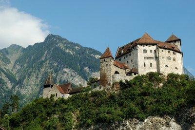 Übernachten auf der Burg ist die spannende Urlaubsalternative für die ganze Familie.