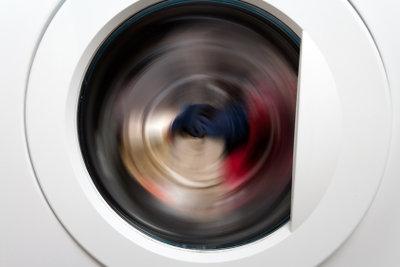 Damit Ihre Waschmaschine leise wäscht, muss sie korrekt aufgestellt sein