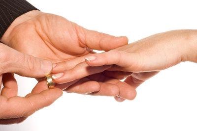 Passende Geschenke zur standesamtlichen Hochzeit machen diese unvergesslich.
