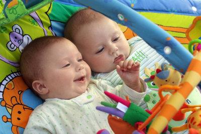 Die Arbeit mit Babys dank einer Ausblidung zur Erzieherin.